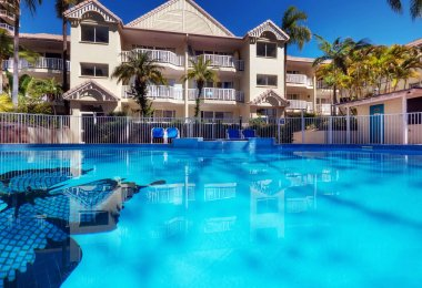 Surfers Tradewinds 18